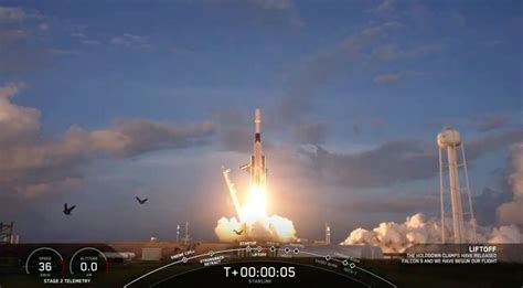 SpaceX launches Starlink satellites as it deorbits